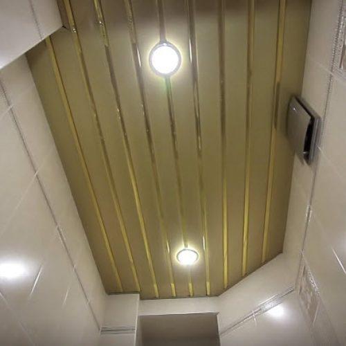 Подвесной реечный золотистый потолок