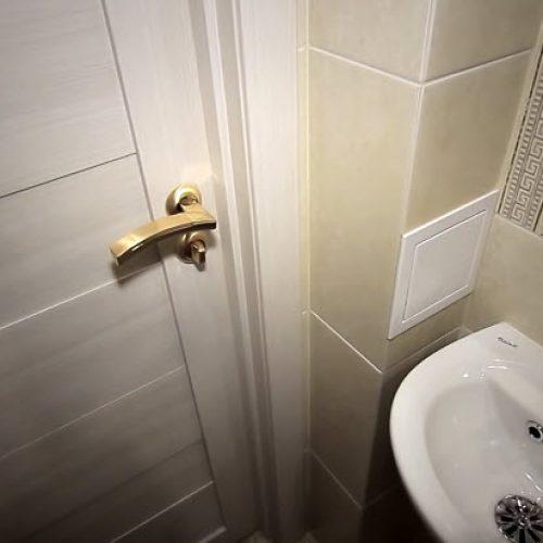 Установка дверей в ванной комнате город Артём