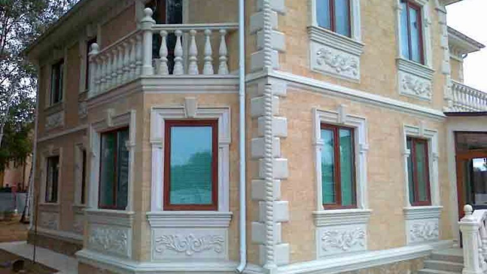 Облицовка фасадов домов декоративным камнем, плиткой