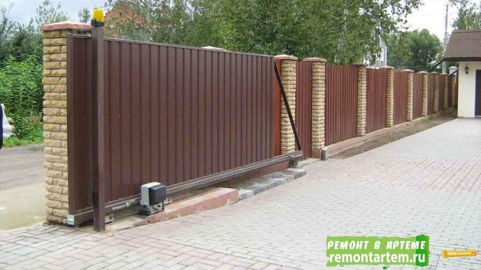 Заборы, ворота — конструкции по индивидуальным проектам от компании ООО.РЕМОНТ АРТЁМ
